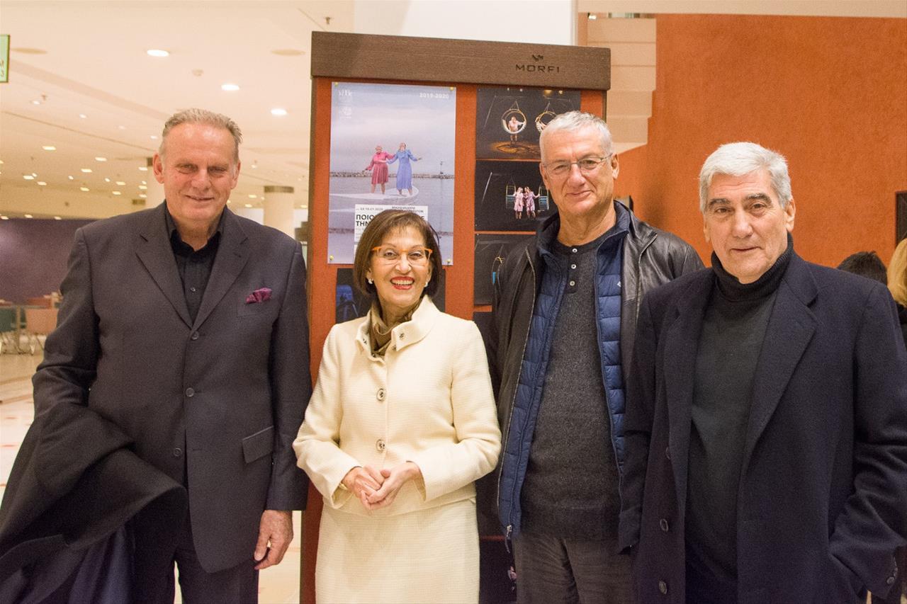 Ο Αντιπρόεδρος ΔΣ του ΚΘΒΕ, Ιωάννης Βοτσαρίδης, η Πρόεδρος ΔΣ του ΚΘΒΕ, Γιαννούλα Καρύμπαλη-Τσίπτσιου, ο Σκηνοθέτης, Βαγγέλης Θεοδωρόπουλος και ο Αναπληρωτής Καλλιτεχνικός Διευθυντής του ΚΘΒΕ, Νίκος Νικολάου